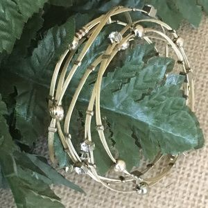 Jewelry - Gold plated set of 5 lightweight bangles
